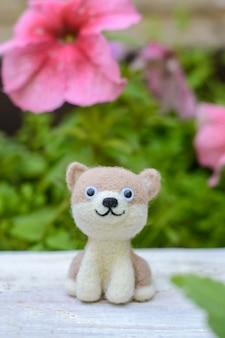 かわいい面白い小さなおもちゃ手作りの羊毛の犬、羊毛からのフェルト