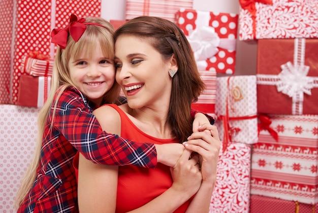 Ragazza carina e sua mamma