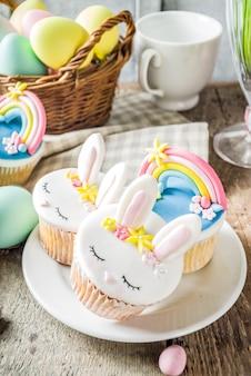 かわいい自家製イースターカップケーキ