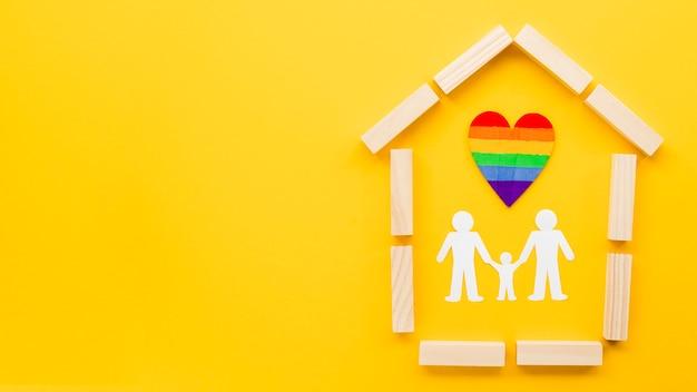 복사 공간와 노란색 배경에 귀여운 lgbt 가족 개념 배열