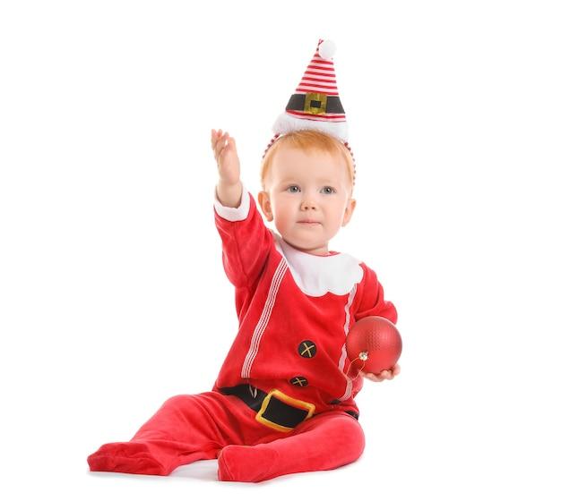 白のクリスマス衣装でかわいい赤ちゃん