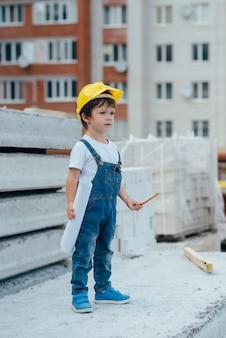 建築家の衣装でかわいい男の子