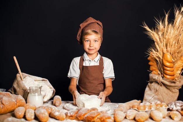 シェフ帽子料理とかわいい男の子