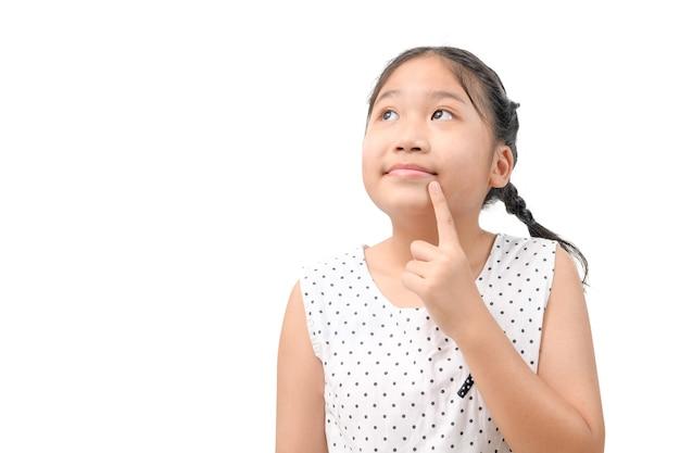 かわいい女の子は、孤立した夢を見たり考えている