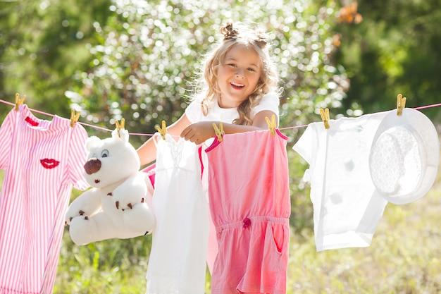 かわいい女の子の洗濯