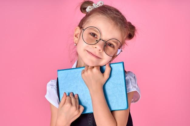 メガネと本のかわいい女の子