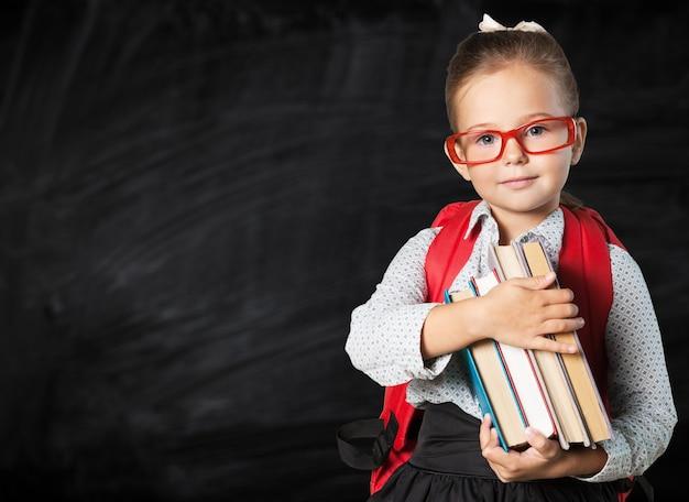 黒板の背景にメガネでかわいい女子高生
