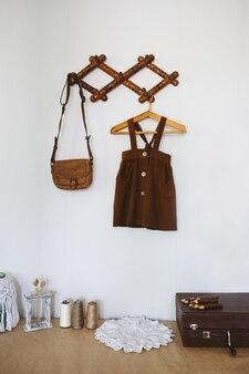 Симпатичные идеи украшения детской комнаты дизайн детской комнаты декор малыша детская одежда из органического хлопка висит на