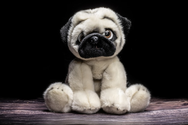 Милый плюшевый щенок игрушка.