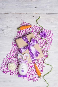 Милый кролик из яйца, подарочная коробка, праздничный декор в сиреневых тонах