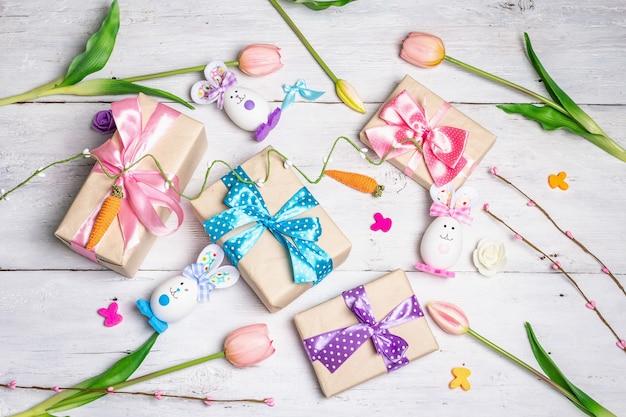 Милые кролики из яиц, подарочные коробки с цветами, праздничный декор