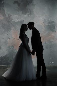 클래식 스튜디오 인테리어에 귀여운 웨딩 커플 장식