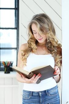 공부하는 귀여운 여자