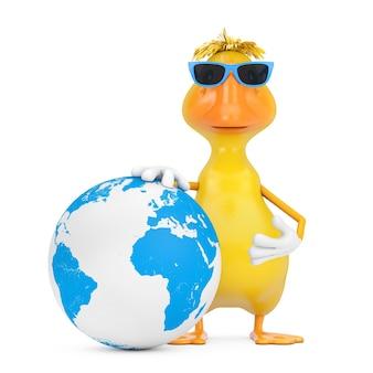 Милый желтый талисман характера человека утки шаржа с глобусом земли на белой предпосылке. 3d рендеринг