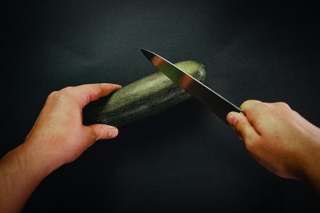 Нарезка огурца длинным ножом