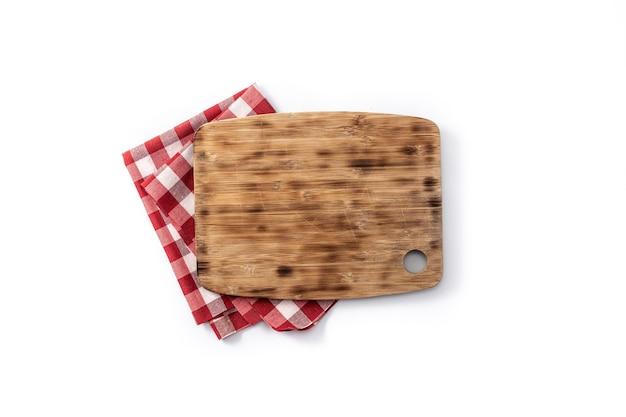 まな板のモックアップと白い背景で隔離の赤いテーブルクロス