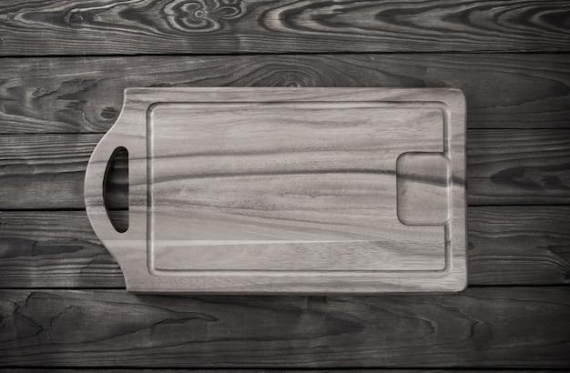 오래 된 나무 테이블에 커팅 보드