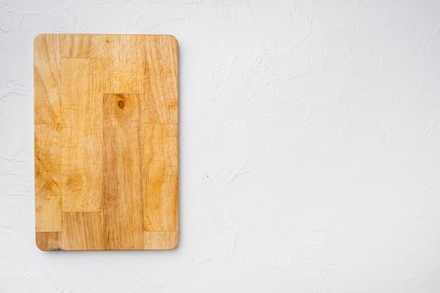흰색 석재 테이블 배경에 있는 커팅 보드 세트, 상단 뷰 플랫 레이, 텍스트 또는 제품을 위한 복사 공간
