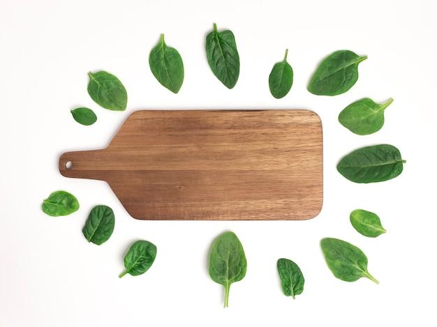 신선한 시금치 잎 커팅 보드, 복사 공간 평면도