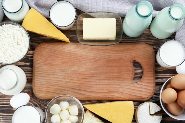 乳製品のフレームにテキスト用のスペースがあるまな板