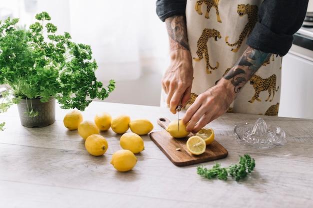 Cutting food