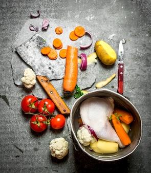 チキンスープ用の野菜を切る。