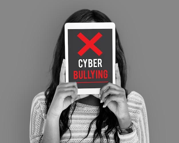 Кибер-издевательства, злоупотребления, преследования, троллинг