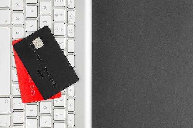 サイバー月曜日カードとキーボード