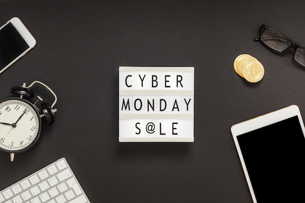 흰색 월요일에 사이버 월요일 판매 텍스트