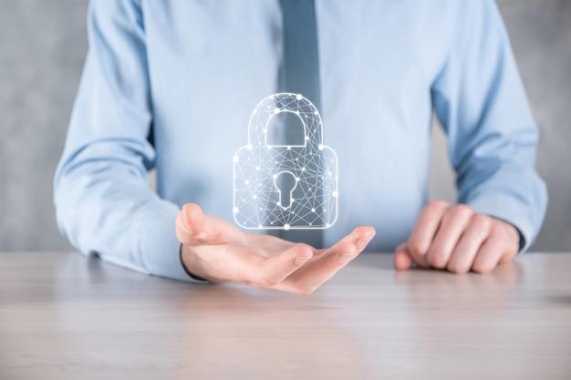 サイバーセキュリティネットワーク。南京錠のアイコンとインターネット技術のネットワーキング。タブレットと仮想インターフェイス上のデータ個人情報を保護するビジネスマン。データ保護プライバシーの概念。 gdpr。 eu。