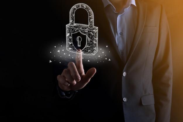 サイバー セキュリティ ネットワーク。南京錠のアイコンとインターネット技術のネットワーク。タブレットと仮想インターフェイスでデータの個人情報を保護するビジネスマン。データ保護プライバシーのコンセプト。 gdpr。 eu。
