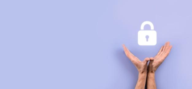 Сеть кибербезопасности. значок замка и сети интернет-технологий. бизнесмен, защищающий данные личной информации на виртуальном интерфейсе. концепция конфиденциальности защиты данных. gdpr. ес.