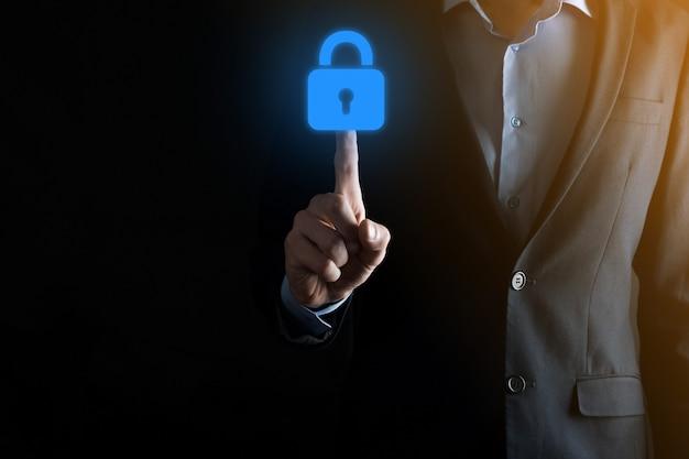 サイバーセキュリティネットワーク。南京錠のアイコンとインターネット技術ネットワーク。仮想インターフェイス上のデータ個人情報を保護するビジネスマン。データ保護プライバシーの概念。 gdpr。
