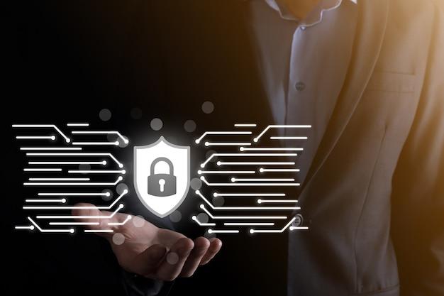 サイバーセキュリティネットワーク。南京錠のアイコンとインターネット技術ネットワーク