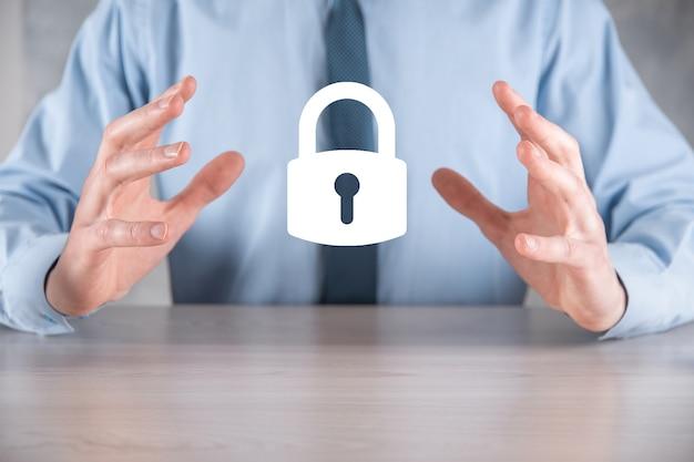 サイバーセキュリティネットワーク。南京錠のアイコンとインターネット技術のネットワーキング。