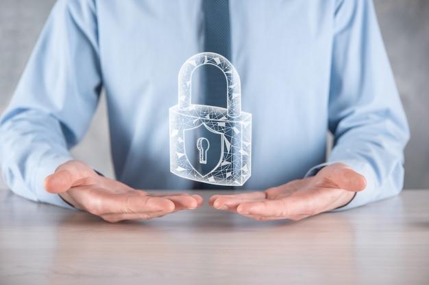 サイバーセキュリティネットワーク。南京錠のアイコンとインターネット技術のネットワーキング。 Premium写真