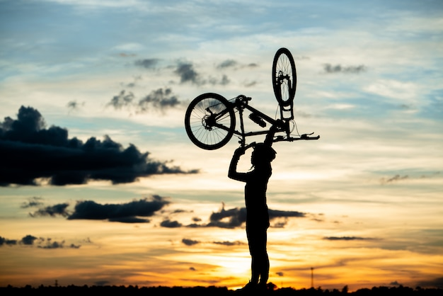 Cyclist resting silhouette at sunset. active outdoor sport concept