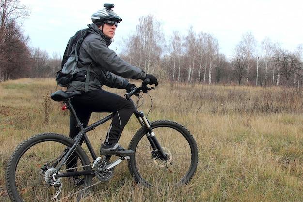 자연 산책에 자전거 타기
