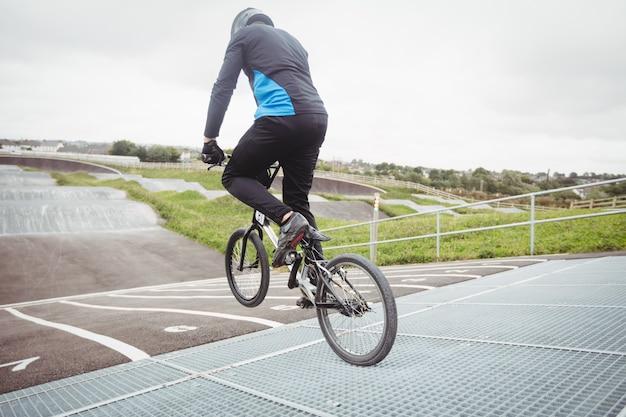 자전거 타는 사람 bmx 자전거