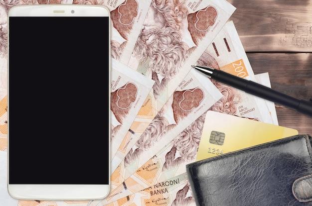 Чешские кроны и смартфон с кошельком и кредитной картой