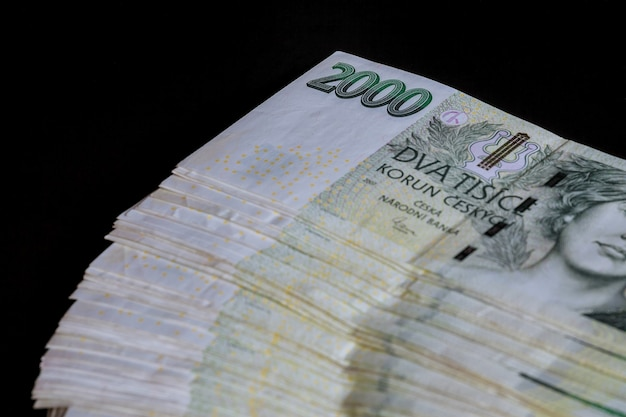 Чешские деньги на черном фоне банкноты