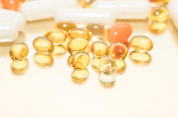 魚油カプセル。ビタミンdの丸薬。