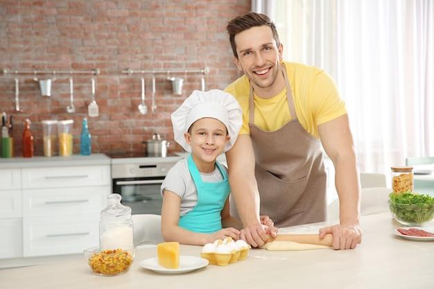 Папа и сын готовят дома