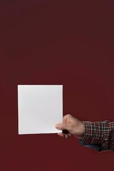 Папа с поздравительной открыткой