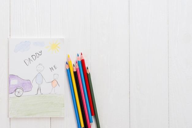 Папа и я надпись карандашом на столе