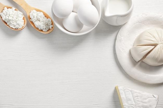 テーブルの上の乳製品、上面図