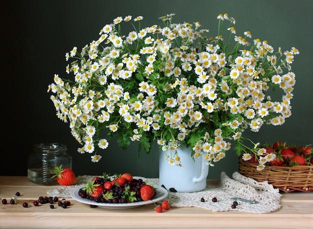 Daisies and strawberries