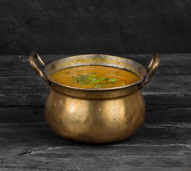 インド料理dal baati、ラージャスターン、ウッタル・プラデーシュ州、マディヤ・プラデーシュ州で人気があります