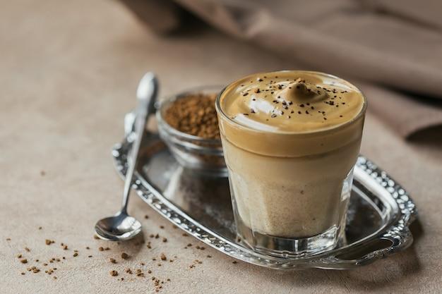 Dalgona взбитый кофе, растворимый, сливки, кофе со льдом