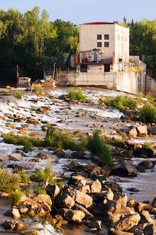 Logrono의 ebro 강에서 댐. 라 리오하